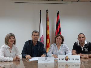 Fotografia de l'acord de col·laboració entre Reus Deportiu i Centre de Lectura